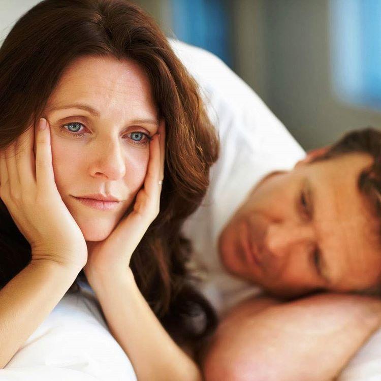 Приливы при климаксе: симптомы, признаки, лечение препаратами