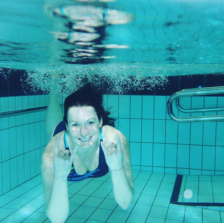 Можно ли купаться в бассейне во время месячных