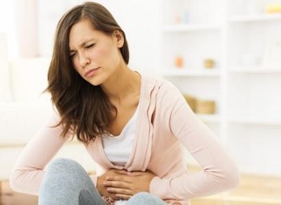 Почему возникает боль в желудке перед месячными