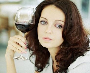 Алкоголь во время месячных