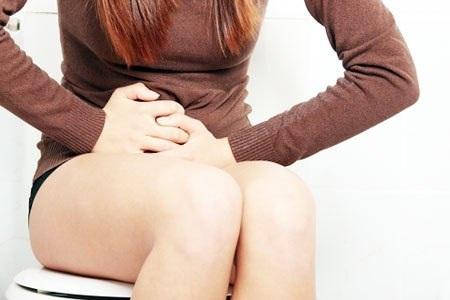 Болит кишечник во время месячных