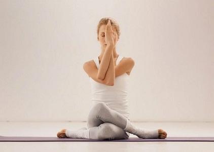 Йога при лишнем весе перед менструацией