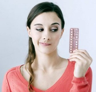 Месячные при приеме противозачаточных: задержка, скудность, межменструальные выделения