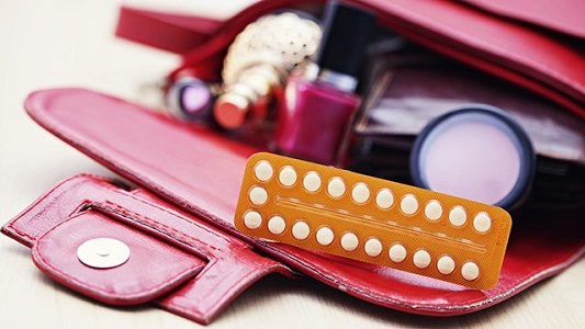 Розовые выделения при использовании гормональных средств