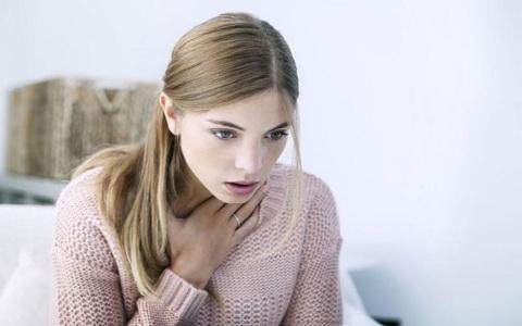 Симптомы панической атаки у девушек при месячных