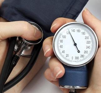 Повышенное и пониженное давление перед месячными, во время них и после: профилактика и лечение