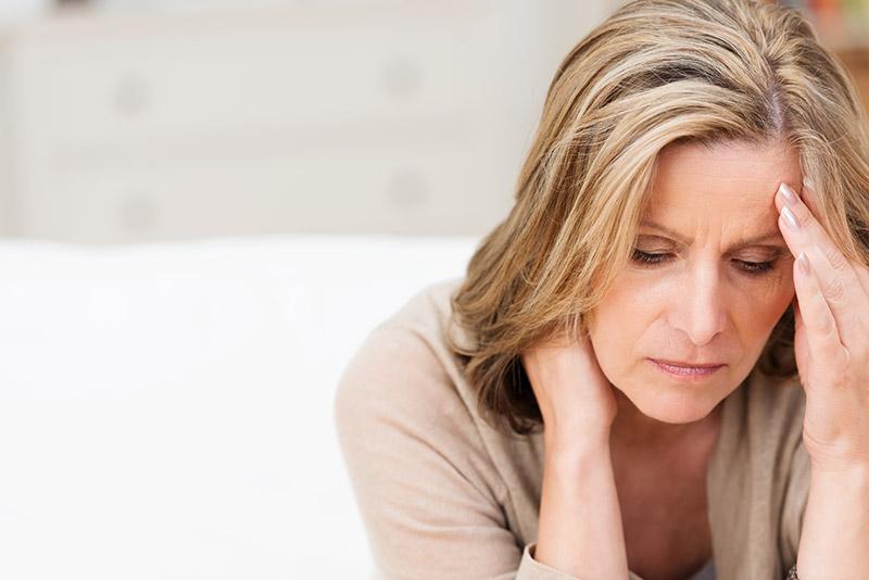 Менопауза (менопаузальный период): признаки наступления, в каком возрасте начинается, стадии, лечение