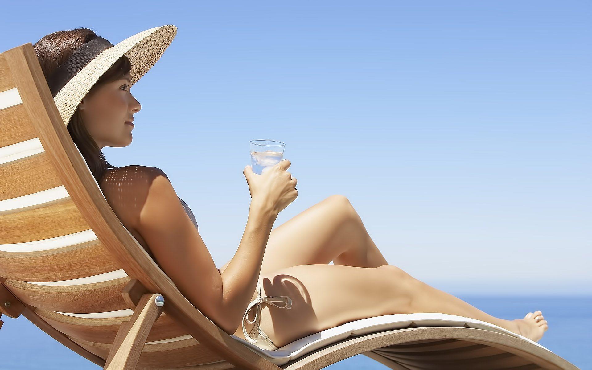 Что думают врачи насчет загорания под солнцем во время месячных